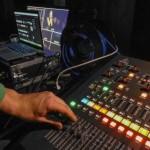 Nicht nur die akustische Betreuung, also Tontechnik, ist hier die Aufgabe von GWH Event Engineering. Auch für die Live Video Übertragung mit Beamer und Stretchsegel ins Sugarfree Wels zeichnen wir verantwortlich.