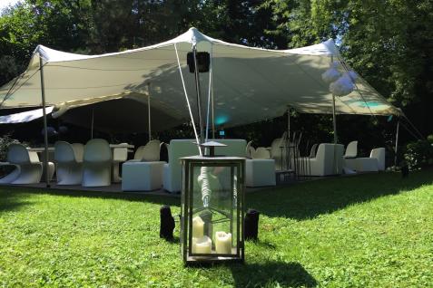 Mit Lampions, Kerzen, Blumen uvm. lassen sich unsere Zelte perfekt dekorieren. Jedes Motto, jeder Anlass, jeder Feier können so individuelle gestaltet werden.